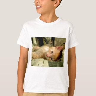 眠い男の子IV Tシャツ