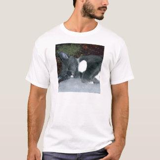 眠いGus Tシャツ