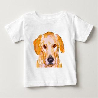 眩ます黄色の衣類のラブラドル・レトリーバー犬 ベビーTシャツ