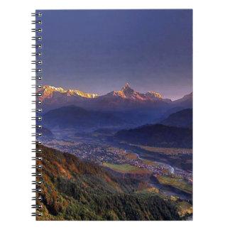 眺めの景色: ヒマラヤ山脈POKHARAネパール ノートブック