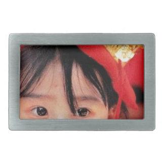 着物を身に着けている日本のな小さな女の子 長方形ベルトバックル