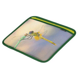 着色されたトンボ iPadスリーブ