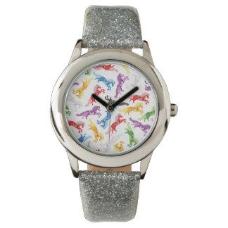 着色されたパターン跳躍の馬 腕時計