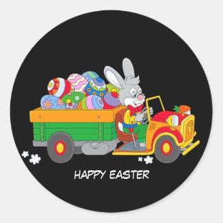 着色された卵の完全なトラックが付いている生気に満ちたバニー ラウンドシール