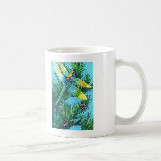 着色されたDrangonfly及び松の木のコーヒー・マグ コーヒーマグカップ