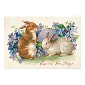 着色されるイースターのウサギは忘れ私ないに卵を投げつけます フォトプリント