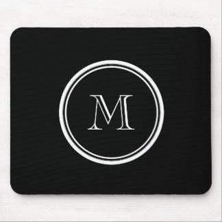 着色されるモノグラムの最初の黒い上限 マウスパッド