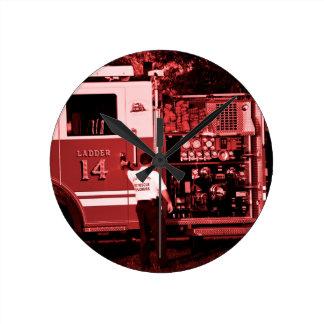 着色される消防士の入るトラックバーガンディ ラウンド壁時計