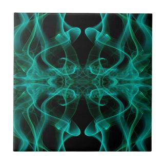着色煙の抽象芸術の緑の黒のシルエット タイル