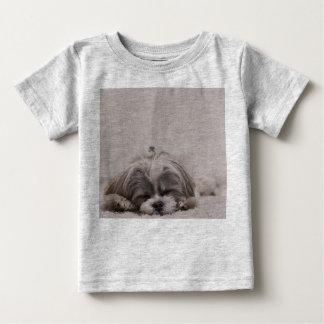 睡眠のシーズー(犬)のtzuのベビーのワイシャツ、睡眠犬 ベビーTシャツ