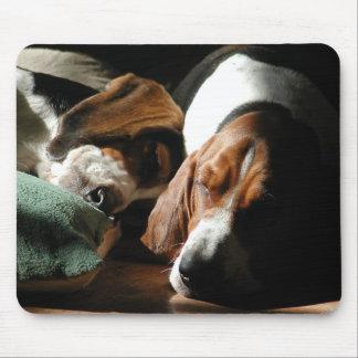 睡眠のバセットハウンドのマウスパッド マウスパッド
