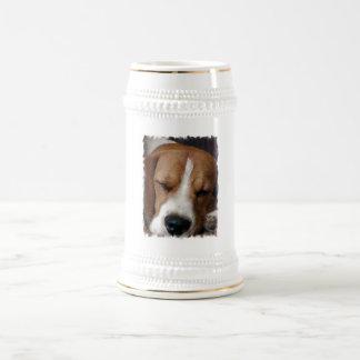 睡眠のビーグル犬ビールステイン ビールジョッキ