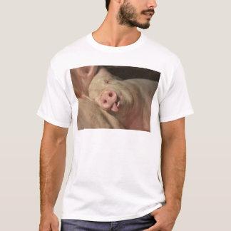 睡眠のブタ Tシャツ