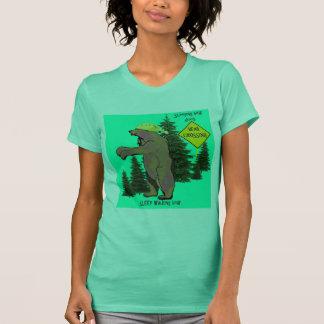 睡眠の歩くくま Tシャツ