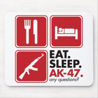 睡眠カラシニコフ自動小銃-赤--を食べて下さい マウスパッド