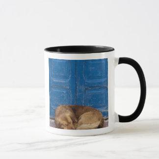 睡眠犬、Essaouira、モロッコ マグカップ