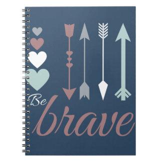 矢およびハートが付いているBeBraveのノート ノート