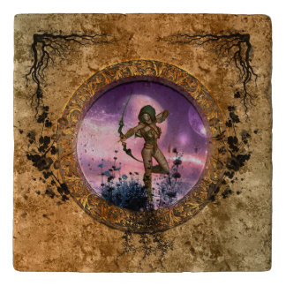 矢および弓を持つ美しい妖精 トリベット