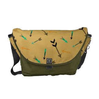 矢のグラフィックアートのメッセンジャーバッグ クーリエバッグ