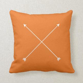 矢の種族のオレンジモダンなミニマル クッション