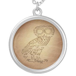 知恵のギリシャ語のフクロウ シルバープレートネックレス