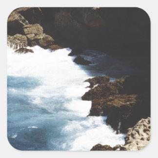 石で衝突するアルバの海 正方形シールステッカー