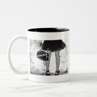 石のシックなStripeyの足のマグ ツートーンマグカップ