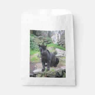 石の着席の大きく黒いジャガー猫 フェイバーバッグ
