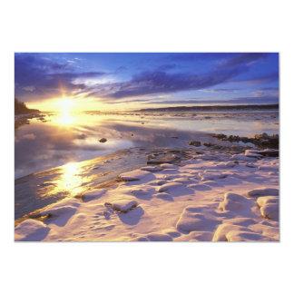 石の雪が付いている川岸 カード
