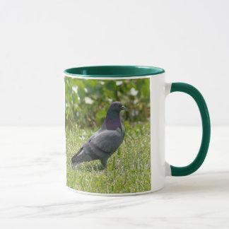 石の鳩のマグ マグカップ