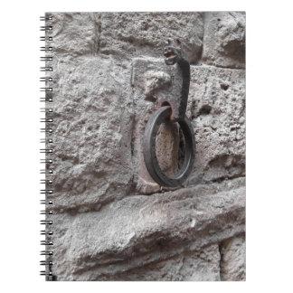 石塀でつるす古代鉄のたが ノートブック