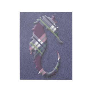 石板の革の紫色のワインの格子縞のタツノオトシゴ ノートパッド