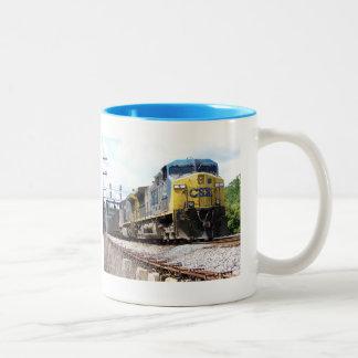 石炭の列車とのCSXの鉄道AC4400CW #6 ツートーンマグカップ
