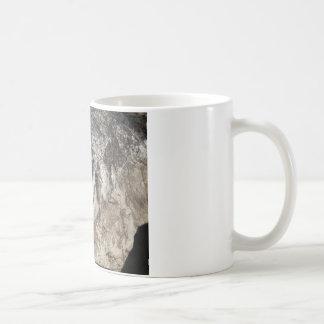 石造りのオオカミ コーヒーマグカップ