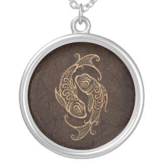 石造りの効果の素朴な魚類の(占星術の)十二宮図の印 シルバープレートネックレス