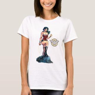 石頂上ワンダーウーマンの魅惑的な投げ縄 Tシャツ