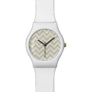 砂によってシェブロン着色される中立パターン 腕時計