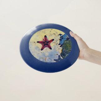 砂のビーチのおもちゃの情報通の赤く黄色く青いヒトデ Wham-Oフリスビー