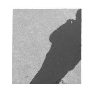 砂のビーチのカメラマンの影 ノートパッド