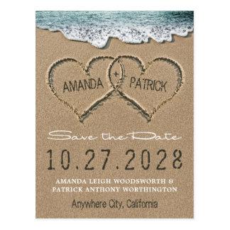 砂のビーチの海岸のハートは日付カードを救います 葉書き