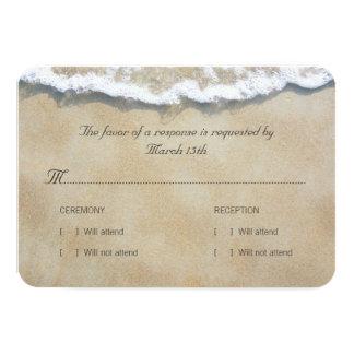 砂のビーチ結婚式RSVPで書かれる カード