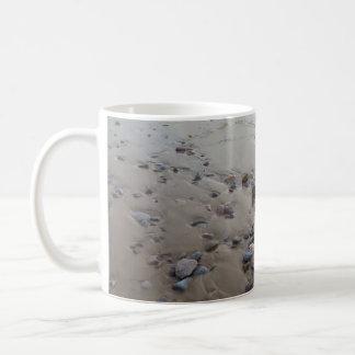 砂のマグの小石 コーヒーマグカップ