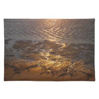 砂の平たい箱の日没の反射 ランチョンマット