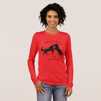 砂の洗面器、コロラド州の野生の馬 長袖Tシャツ
