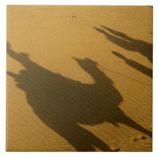 砂丘、Tharの砂漠のラクダのシルエット、 タイル