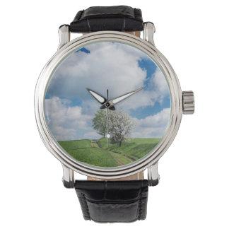 砂利道およびりんごの木 腕時計