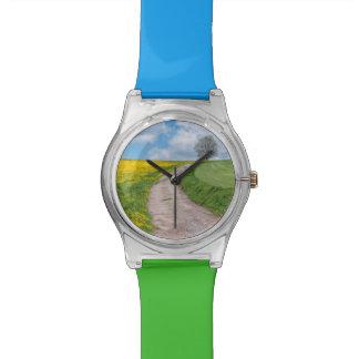 砂利道および木 腕時計