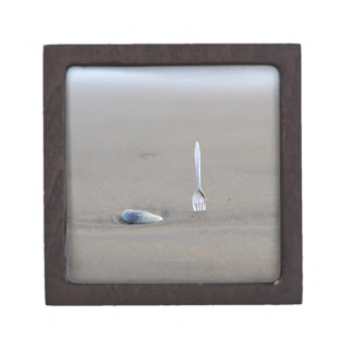砂浜で側付くプラスチックフォーク ギフトボックス