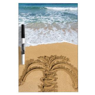 砂浜のヤシの木のスケッチ ホワイトボード
