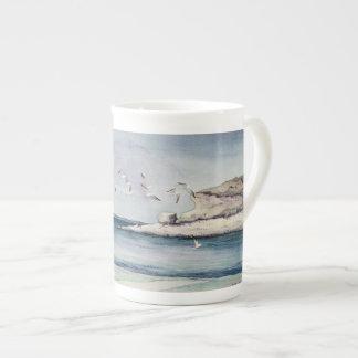 砂浜の1774羽のカモメ ボーンチャイナカップ